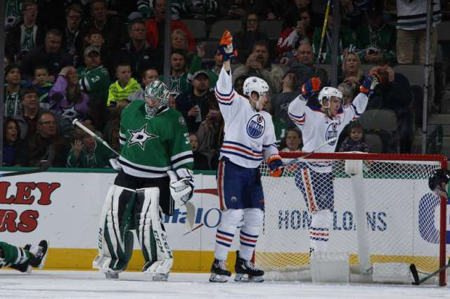 DALLAS, TX - NOVEMBER 19: Connor McDavid #97 and the Edmonton Oilers celebrate a goal against the Dallas Stars at the American Airlines Center on November 19, 2016 in Dallas, Texas. (Photo by Glenn James/NHLI via Getty Images)