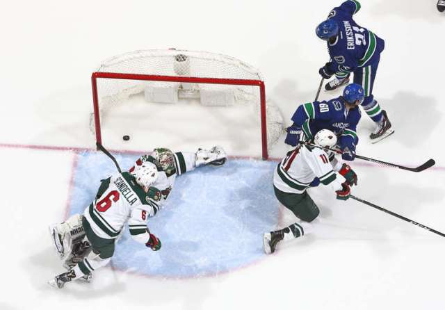 VANCOUVER, BC - NOVEMBER 29: Loui Eriksson #21 of the Vancouver Canucks scores on Darcy Kuemper #35 of the Minnesota Wild during their NHL game at Rogers Arena November 29, 2016 in Vancouver, British Columbia, Canada. Vancouver won 5-4. (Photo by Jeff Vinnick/NHLI via Getty Images)