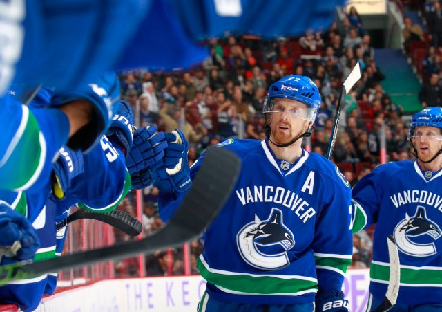 600 career assists for Daniel Sedin! He's now 83rd on the @NHL's all-time assist leaders list.